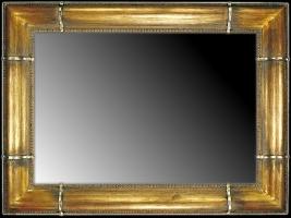 Lustro w ramie drewnianej złoconej z dekorami