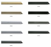 Wąski, spadzisty profil ramy aluminiowej, idealny do oprawy niewielkich formatów zdjęć.