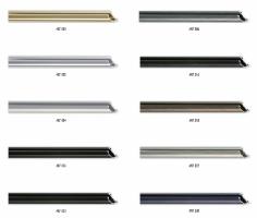 Zaokrąglony profil aluminiowej ramy stosowany do oprawy małych i średnich rozmiarów prac.